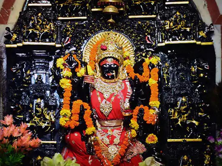 ત્રિપુરા સુંદરી મંદિર રાજનેતાઓનું ગમતું મંદિર માનવામાં આવે છે. અહીં નરેન્દ્ર મોદીથી લઈને વસુંધરા રાજે જેવા અનેક રાજનેતા દર્શન કરવા આવે છે