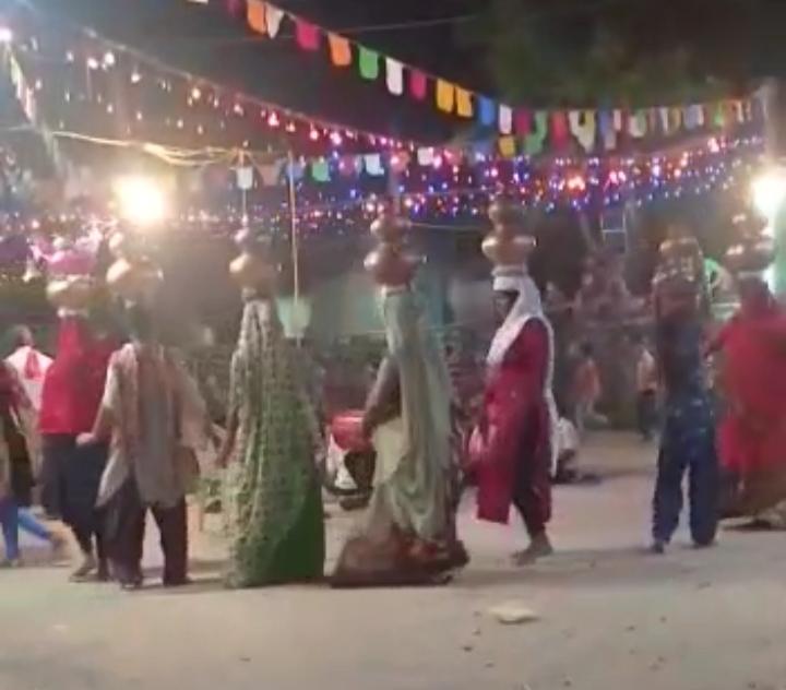 વિજાપુર ના મંડાલી (ખરોડ) માં ગરબા યોજાયા - Divya Bhaskar