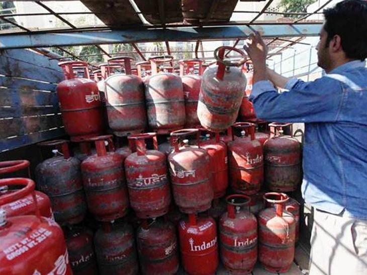 LPG સિલેન્ડરના ભાવ વધારાને લઈને કોંગ્રેસ નેતા અર્જુન મોઢવાડિયાના ભાજપ સરકાર પર પ્રહાર, સરકારની 'ફેસ્ટિવલ મોંઘવારી ઓફર' ગણાવી અમદાવાદ,Ahmedabad - Divya Bhaskar