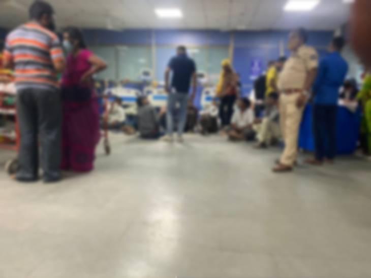 પોલીસ નશો કરેલા લોકોને સિવિલ હોસ્પિટલમાં ચેકિંગ માટે લઈ ગઈ હતી