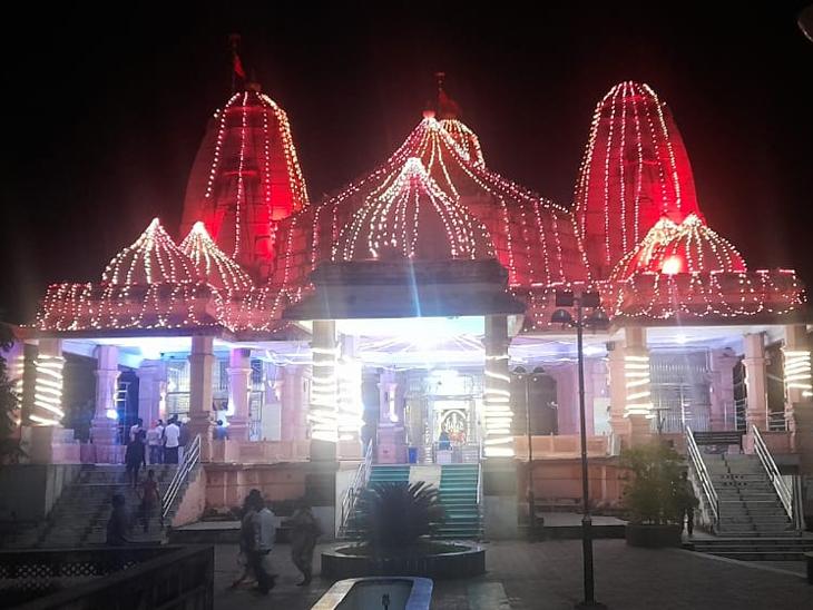 ઉનાઇ માતાજીના મંદિરને શણગારાયું - Divya Bhaskar