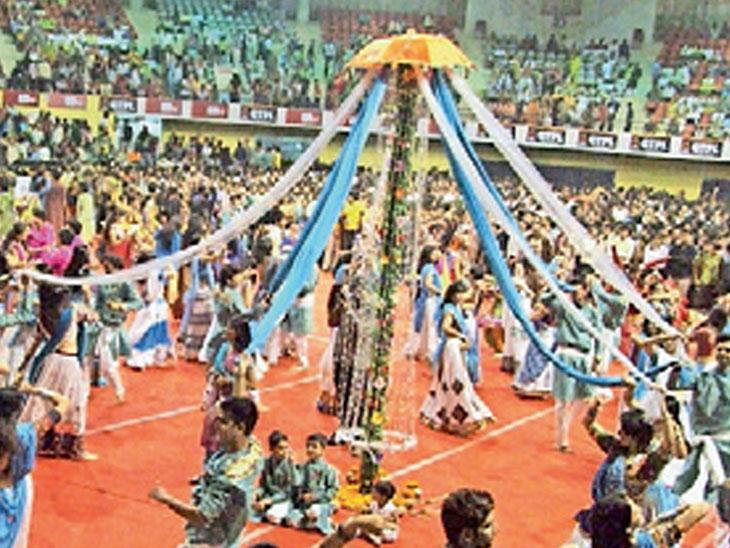 સતત બીજા વર્ષે શહેરના જાહેર નવરાત્રિ આયોજનો સામે પ્રતિબંધ લાગતાં હજારો ધંધાર્થીઓને 24 કરોડનો ફટકો|સુરત,Surat - Divya Bhaskar