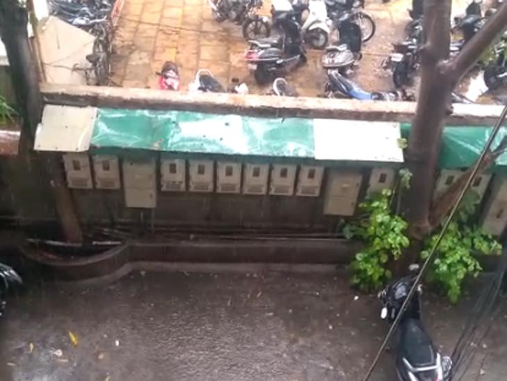 વરસાદના કારણે સોસાયટીમાં પાણી ભરાયા