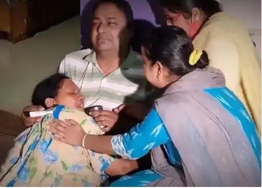 ગુરુવારે શ્રીનગરમાં એક શિક્ષક દીપકની હત્યા કરવામાં આવી હતી. આ ઘટના બાદ તેનો પરિવાર શોકમાં છે.