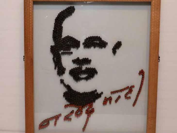 રૂ.1.09 લાખ નરેન્દ્ર મોદીની સહી સાથેનો ફોટો -ડો.વિજય શાહ - Divya Bhaskar