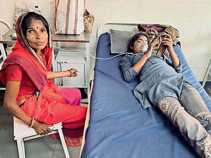 મોરબી સિવિલમાં શ્વાસ સંબંધી બીમારી સબબ હોસ્પિટલમાં દાખલ બાળકીના મામાએ એવું કહીને તાંત્રિક વિધિ શરૂ કરી કે હું ભૂવો છું , અને આવું કરવાથી બીમારી ભાગી જશે. - Divya Bhaskar