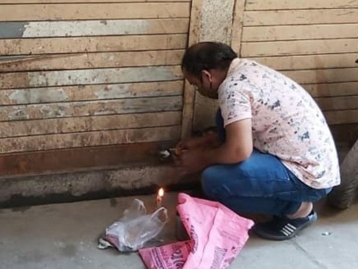 વેરો ન ભરનાર બાકીદારોની દુકાનોને સીલ લગાવાયા - Divya Bhaskar