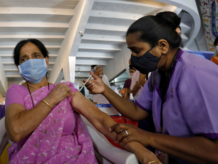 બીજા ડોઝ માટે વેક્સિનેશન વધારવામાં આવ્યું છે.(ફાઈલ તસવીર) - Divya Bhaskar