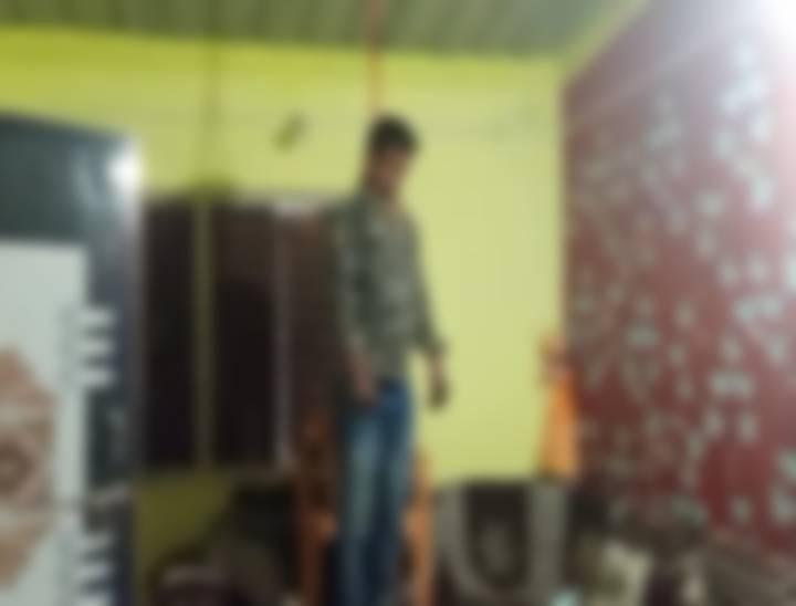 દાહોદના છાપરીમાં પરિણીત યુવકે ગળે ફાંસો ખાઈ આત્મહત્યા કરી|જામનગર,Jamnagar - Divya Bhaskar