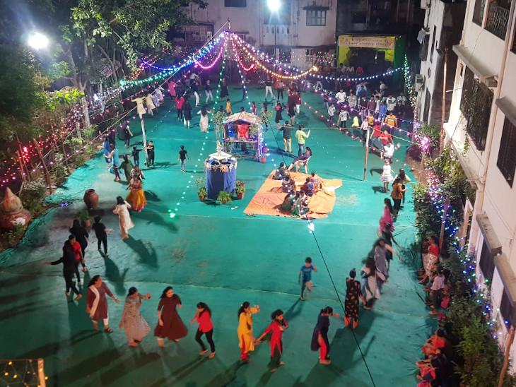 મા પાવાગઢથી ઉતર્યા... પાંચમા નોરતે શેરી ગરબામાં ખેલૈયાઓ ઝૂમી ઉઠ્યાં|સુરત,Surat - Divya Bhaskar