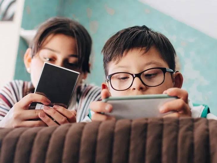 વધારે પડતાં સ્ક્રીન ટાઈમને કારણે દૂરની દૃષ્ટિ નબળી થવાનું જોખમ 80% વધુ, 2050 સુધી અડધી વસતી આંખોની સમસ્યાથી પીડિત બની શકે છે|હેલ્થ,Health - Divya Bhaskar