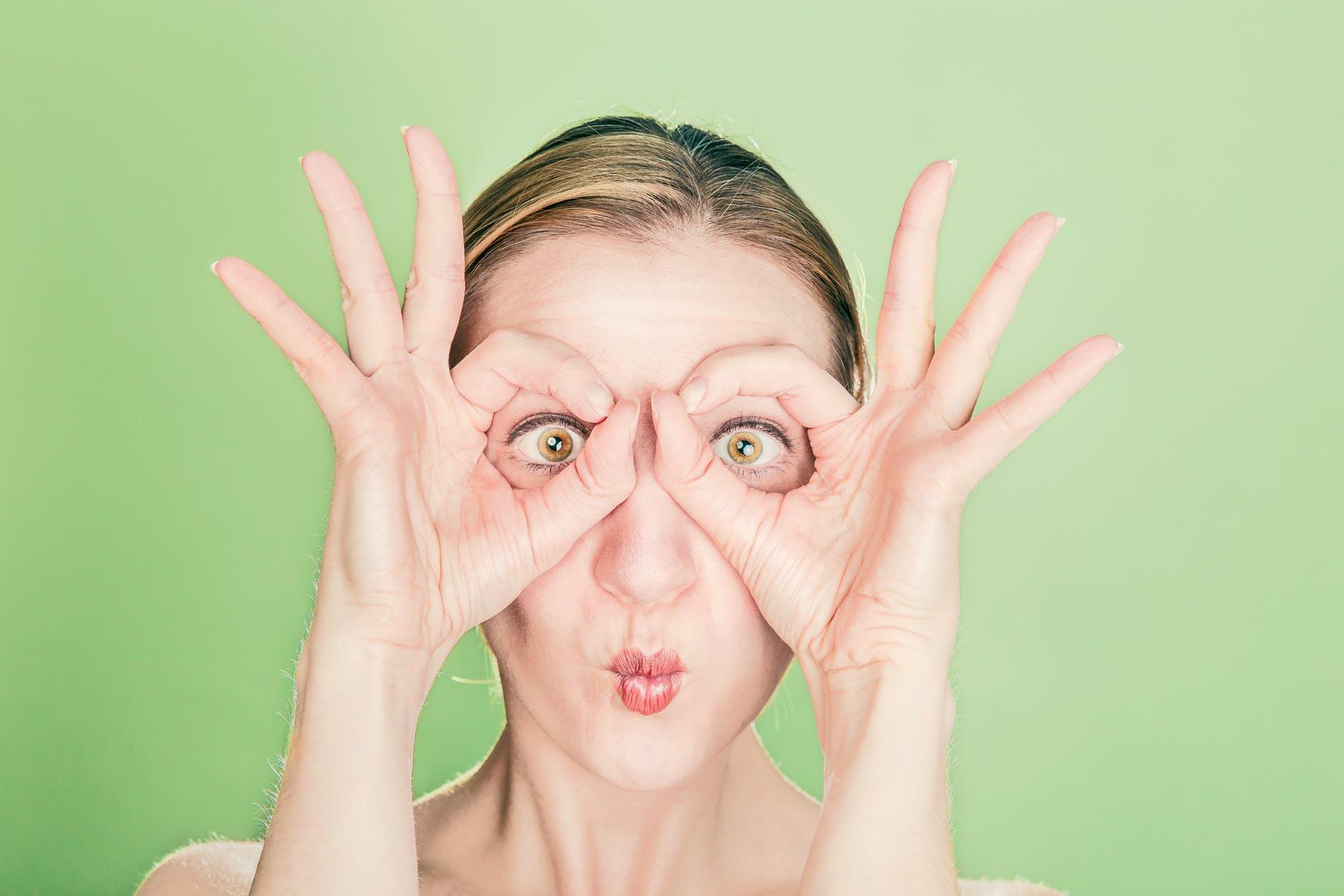 આંખોમાં બળતરા કે ડ્રાયનેસની તકલીફમાં દવા લેવાને બદલે આ ઘરેલુ નુસખા ટ્રાય કરો, નુકસાન થવાના કોઈ ચાન્સ નહીં રહે|હેલ્થ,Health - Divya Bhaskar