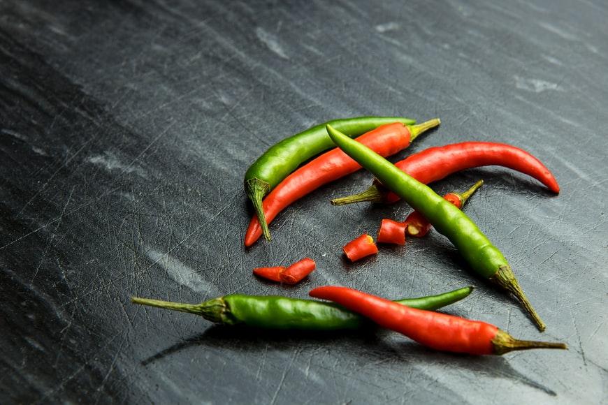 ભોજનમાં કેમ મરચું વપરાય છે? તીખાં તમતમતા મરચાંનાં અઢળક ફાયદાઓ જાણી લો|લાઇફસ્ટાઇલ,Lifestyle - Divya Bhaskar