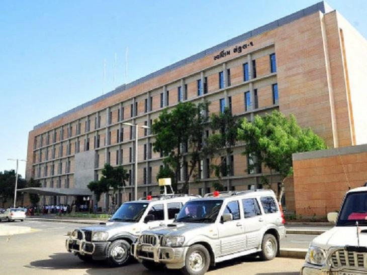 મુખ્યમંત્રીના સોમવાર અને મંગળવારે પોતાની ચેમ્બરમાં બેસવાના આદેશનો નવા મંત્રીઓએ અનાદર કર્યો અમદાવાદ,Ahmedabad - Divya Bhaskar