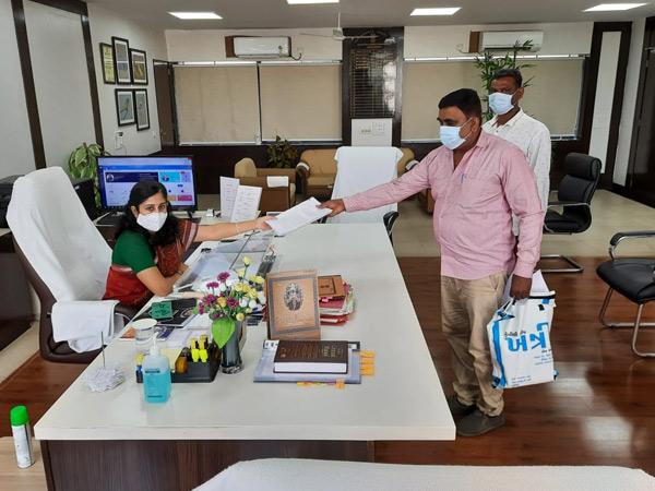 મનરેગાના કામોમાં બોગસ જોબ કાર્ડ બનાવી કૌભાંડ કર્યાનો આક્ષેપ|પાવી જેતપુર,Pavi Jetpur - Divya Bhaskar