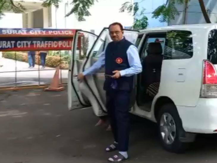 રાજકીય દબાણ આવતા આખરે દ.ગુ.યુનિવર્સિટીના કુલપતિ થયા સક્રિય, પોલીસ કમિશનરને મળી ઝડપથી મામલાનો ઉકેલ લાવવા પ્રયાસ સુરત,Surat - Divya Bhaskar