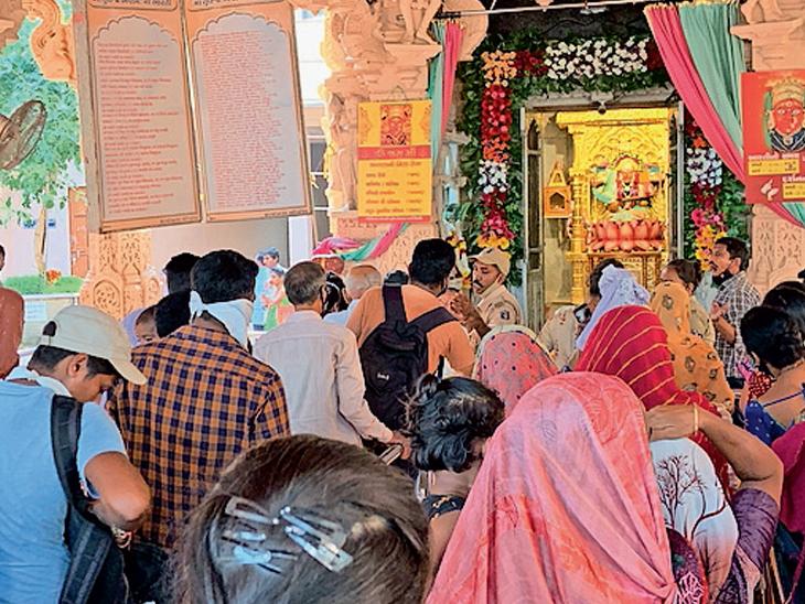 રણું તુલજા ભવાની માના મંદિરે આઠમના દિવસે સેંકડો ભાવિક ભક્તોએ દર્શનનો લાભ લીધો હતો. - Divya Bhaskar