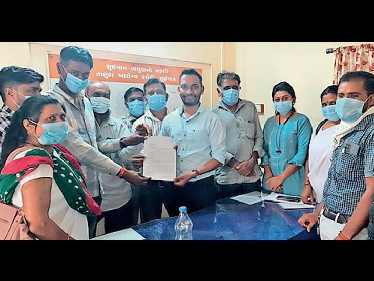 સુઇગામના આરોગ્ય કર્મીઓએ રજાના દિવસે વેક્સિનેશન બંધ રાખવા, વળતર આપવા THOને રજૂઆત કરી હતી. - Divya Bhaskar