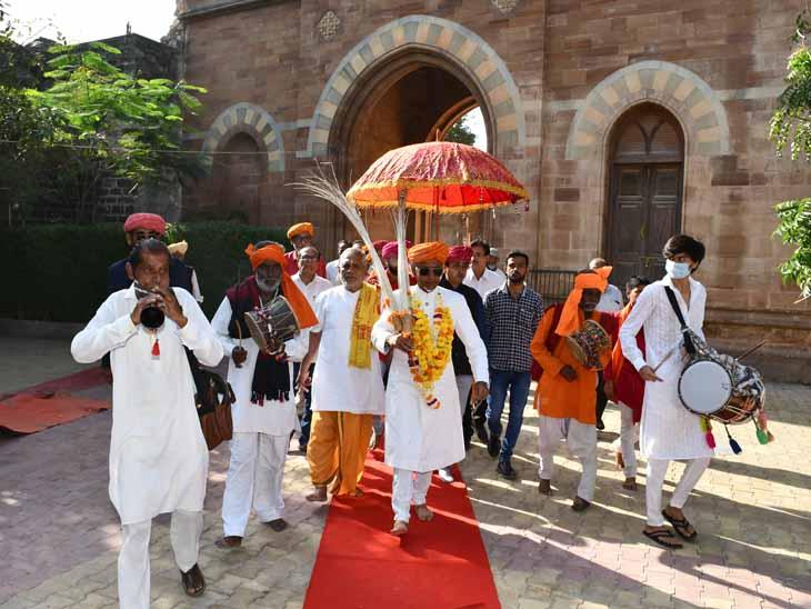 ભુજ આશાપુરા મંદિરે પણ પતરી ઝીલાઇ ભુજ (કચ્છ),Bhuj (Kutch) - Divya Bhaskar
