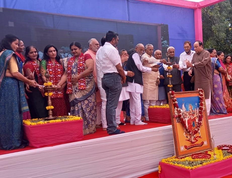 કડવા પાટીદાર સમાજની દિકરીઓને માત્ર 1 રૂપિયાની ટોકન ફીથી IAS-IPS તથા સ્પર્ધાત્મક પરીક્ષાની તાલીમ અપાશે|અમદાવાદ,Ahmedabad - Divya Bhaskar