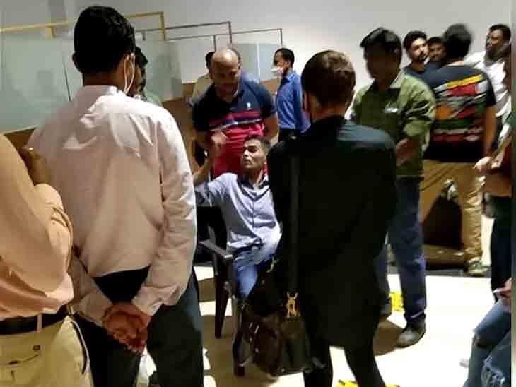 ક્રૂઝ પર દરોડા પડ્યા તે દિવસે કેપી ગોસાવી ને સમીર વાનખેડે સાથે જ હતા, તસવીરો સામે આવી બોલિવૂડ,Bollywood - Divya Bhaskar