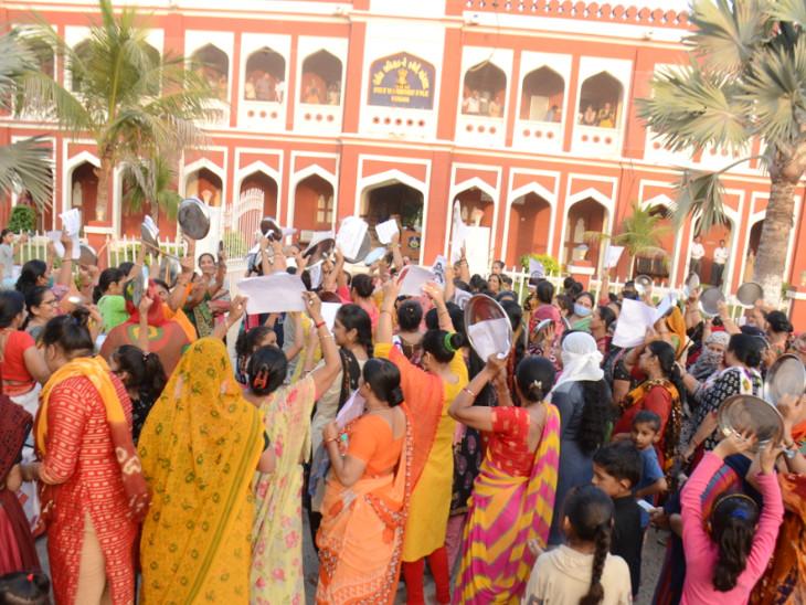 ગ્રેડ-પે આંદોલનની આગ રાજ્યભરમાં પ્રસરી ગઈ, સરકારે મંત્રણાઓ શરૂ કરી ગાંધીનગર,Gandhinagar - Divya Bhaskar