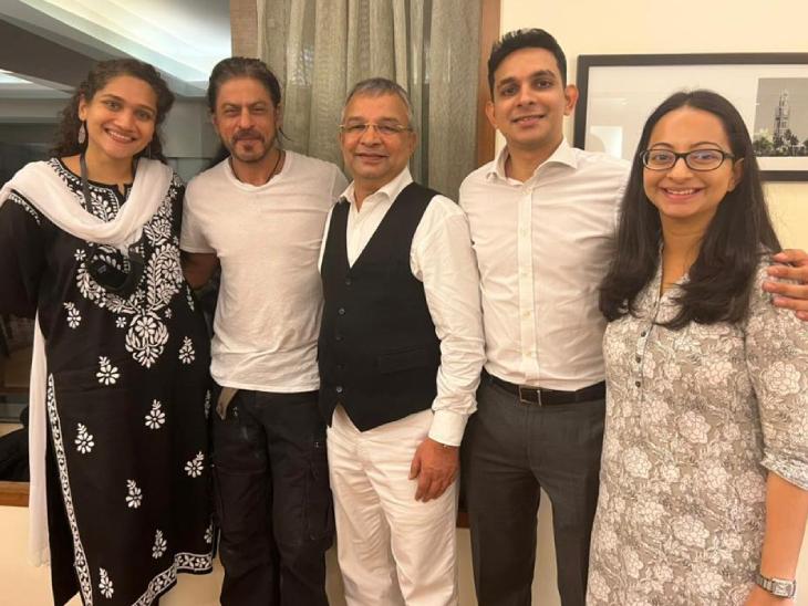 26 દિવસે આર્યનના જામીન મંજૂર થતાં શાહરુખના ચહેરા પર અનેરી રોનક જોવા મળી, વકીલોનો આભાર માન્યો|બોલિવૂડ,Bollywood - Divya Bhaskar